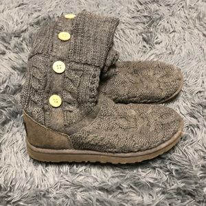 Woman's UGG knitted boots